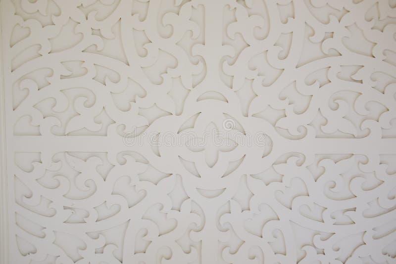 Patroon van bloem op hout voor decoratie wordt gesneden die royalty-vrije stock foto's