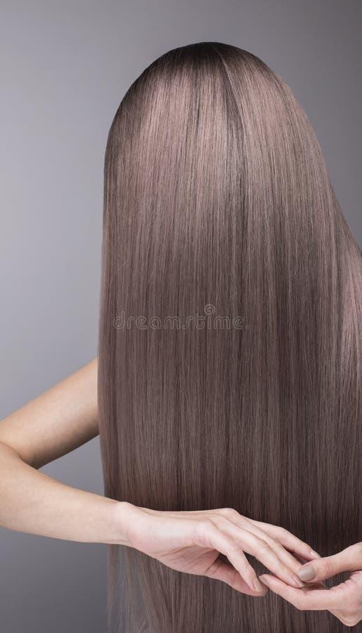 Patroon van donkerpaarse haarkleur Sterk en glanzend haar na s stock afbeelding