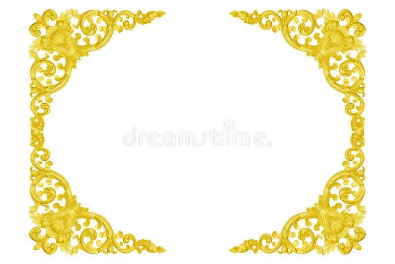 Patroon van hout gesneden gouden die kader op wit wordt geïsoleerd stock afbeeldingen