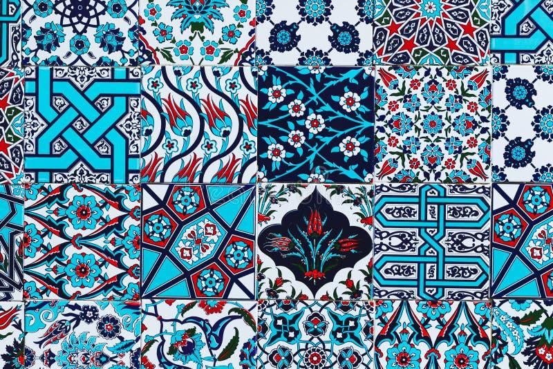 Patroon witte Turkse tegels met blauwe ornamenten royalty-vrije stock afbeeldingen