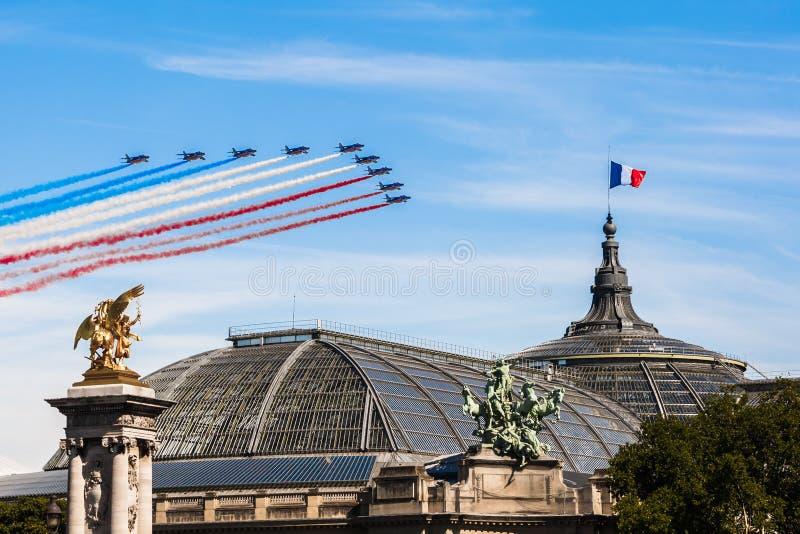 Patrouille在巴黎天空的de法国巴士底日的2017年 库存图片