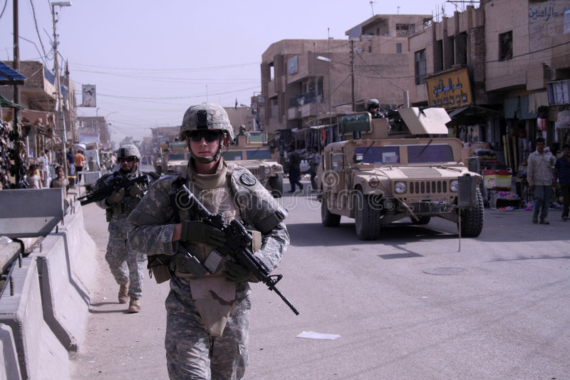 Patrouille démontée de police militaire image libre de droits