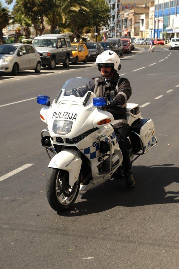 La police de Malte fait du vélo la patrouille photo libre de droits