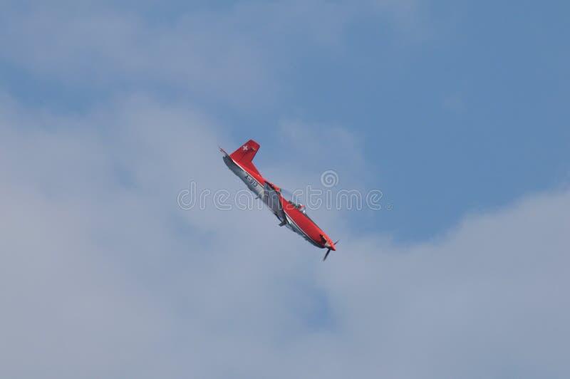 Patrouille Suisse Airshow boven richs Hemel ZÃ ¼ met PC-7 Pilatus Portier stock foto
