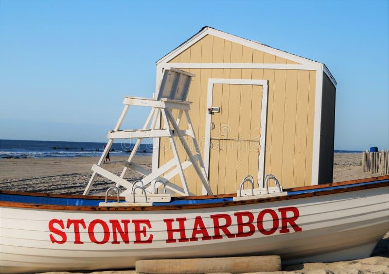 Patrulha de pedra da praia do porto imagens de stock royalty free