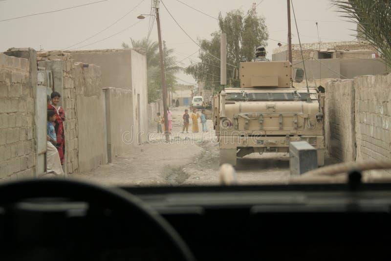 Patrulla de seguridad de las fuerzas de coalición en Iraq fotografía de archivo