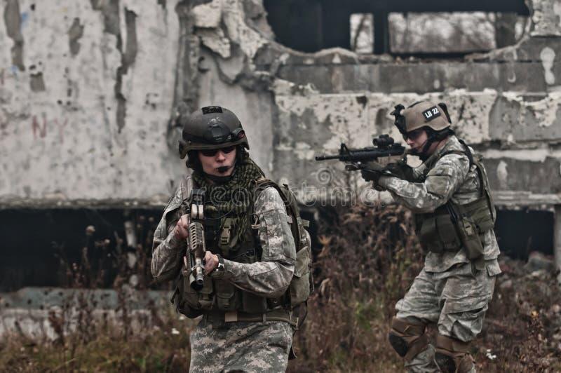 patrullen tjäna som soldat barn royaltyfria foton