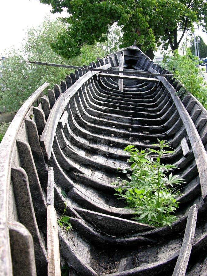 Download Patrz opis stara łódź zdjęcie stock. Obraz złożonej z woda - 128518