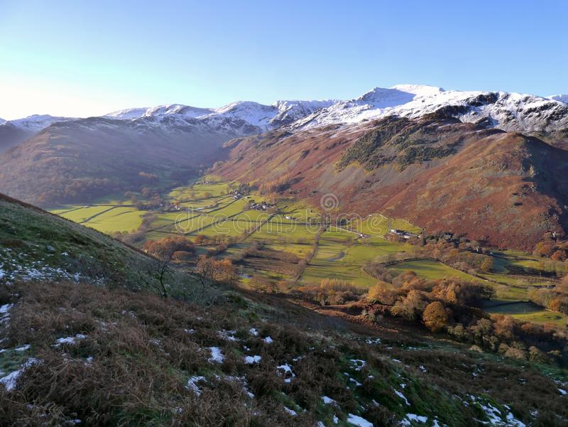 Patrzeć nad doliną nakrywać góry obrazy royalty free
