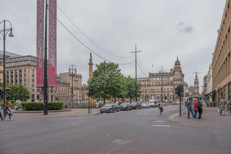 Patrzeć nad George kwadratem Glasgow na ruchliwie dniu w centrum miasta zdjęcia stock