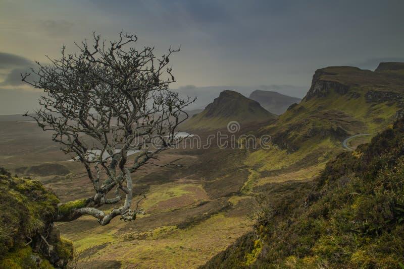 Patrzeć nad Quiraing na wyspie Skye zdjęcie stock