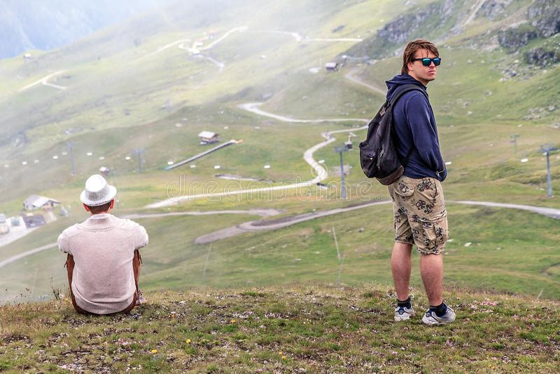 Patrzeć narciarskich skłony w lecie zdjęcie royalty free