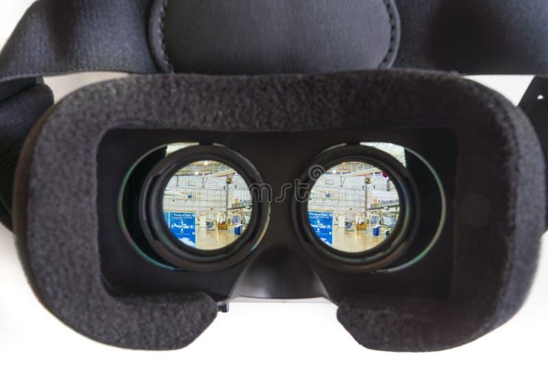 Patrzeć 360 VR fotografii z rzeczywistością wirtualną obrazy royalty free