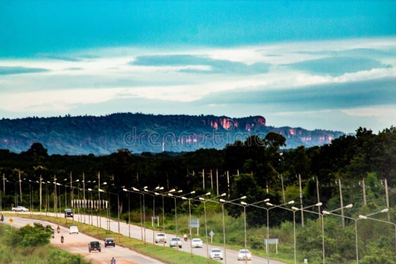 Patrzeć w dół autostradę w Bueng Kan mieście, Bueng Kan Tajlandia t obrazy royalty free