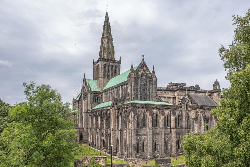 Patrzeć W dół na Glasgow katedrze od Necropolis fotografia stock