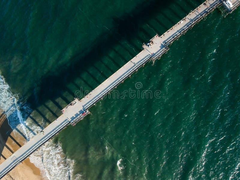 Patrzeć w dół na Południowego Kalifornia molu zdjęcia stock