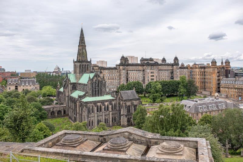 Patrzeć w dół od Necropolis Glasgow katedra i stara Królewska stacjonarka zdjęcia royalty free