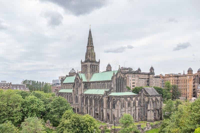 Patrzeć w dół od Necropolis Glasgow katedra i stara Królewska stacjonarka zdjęcia stock