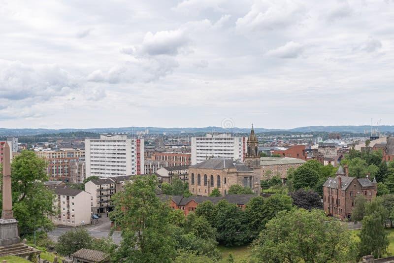 Patrzeć w dół od Necropolis Glasgow miasto stary i nowy zdjęcia stock