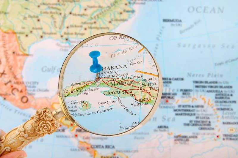 Patrzeć wewnątrz na Hawańskim Kuba lub Habana zdjęcie royalty free