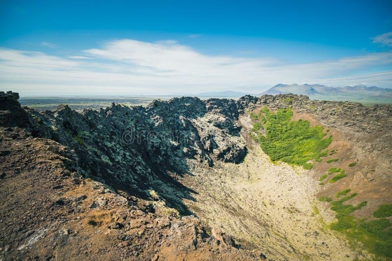 Patrzeć wewnątrz wulkanu Eldborg krater zdjęcie stock