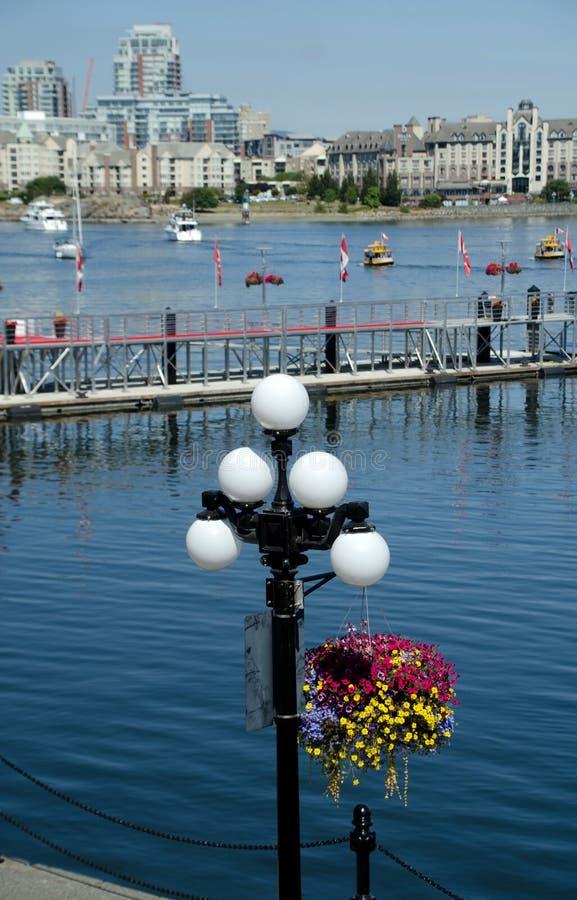 Patrzeć Wewnętrznego schronienia Marina, latarnie uliczne od Belleville i zdjęcie stock