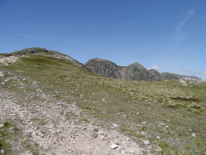 Patrzejący Crinkle Crags, Jeziorny okręg fotografia stock