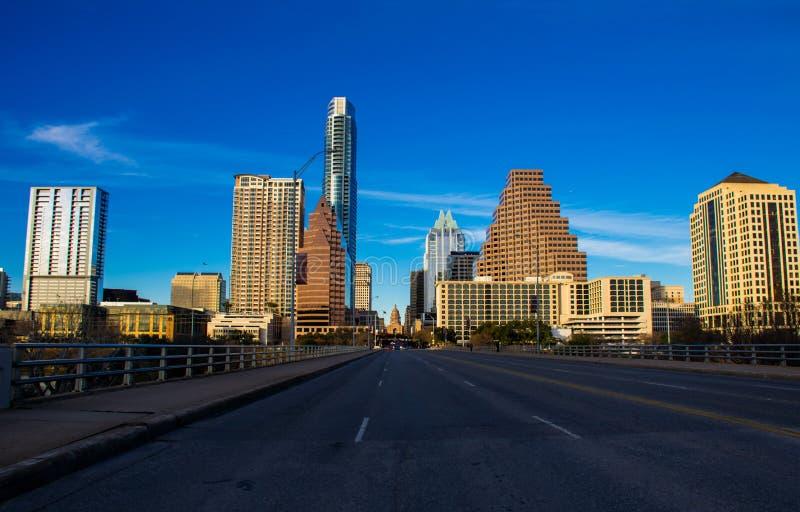 Patrzejący w dół kongres aleję przerzuca most kapitał Texas Austin zdjęcia royalty free