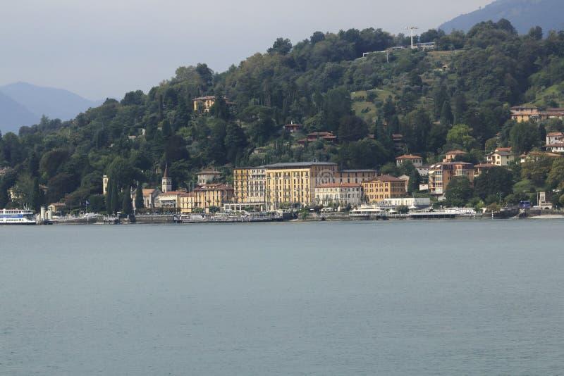Patrzeje Cadenabbia, grodzka panorama, banka deptak w Jeziornym Como obraz stock