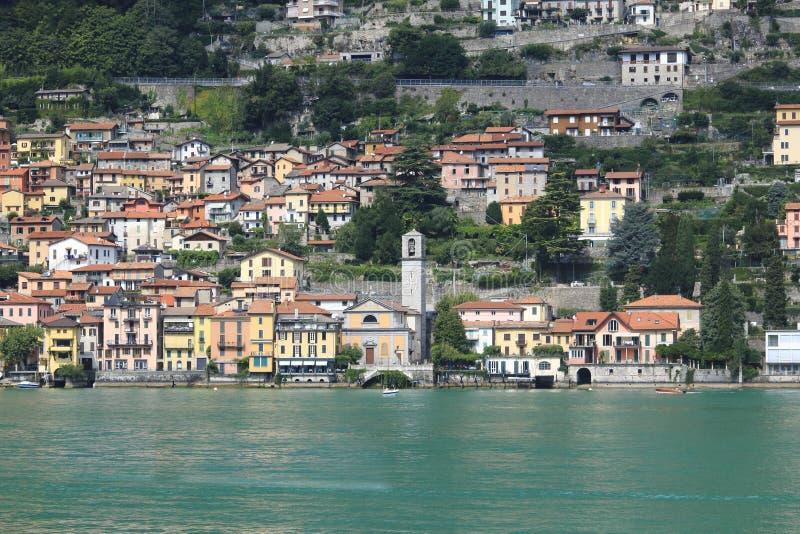 Patrzeje Carate Urio, grodzka panorama, banka deptak w Jeziornym Como obrazy royalty free