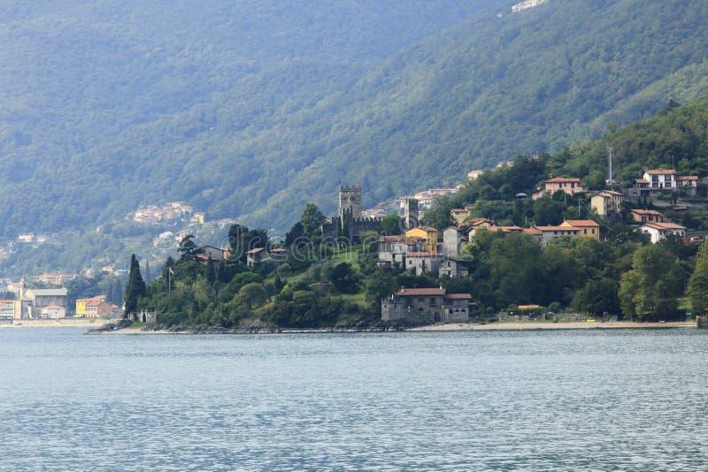 Patrzeje grodowego Rezzonico w San Siro, grodzka panorama, banka deptak w Jeziornym Como obrazy royalty free