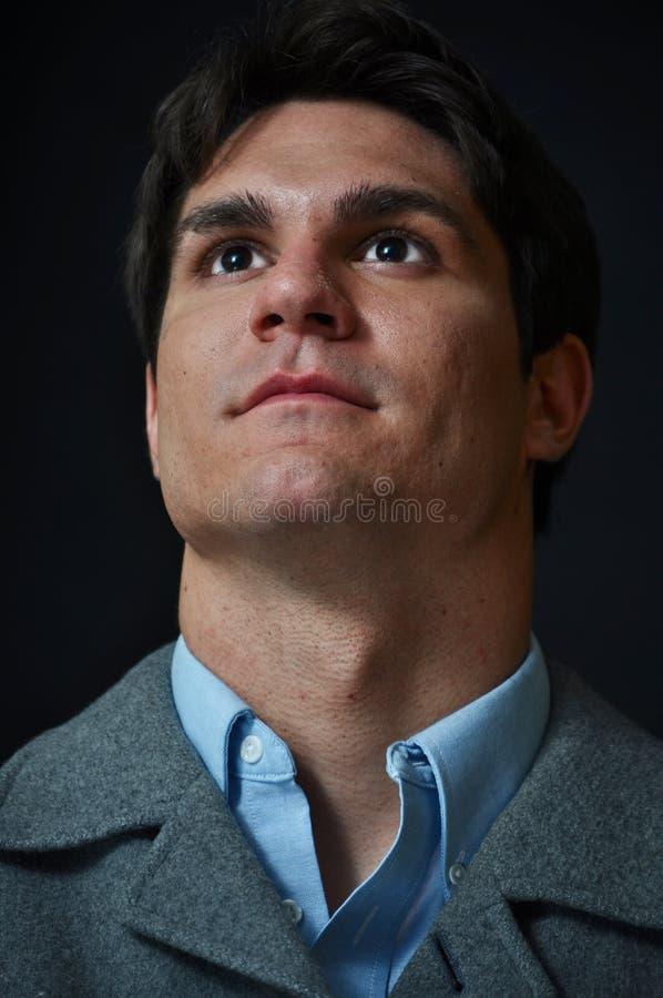 patrzeje mężczyzna poważnego zdjęcie royalty free
