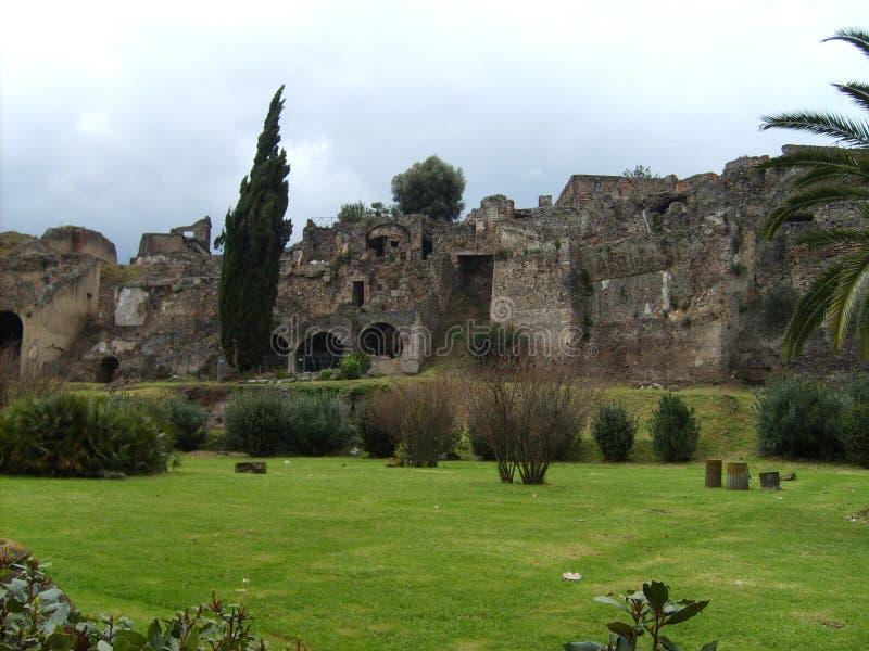 Patrzeje nad dziejowym grodzkim Pompeji obrazy royalty free