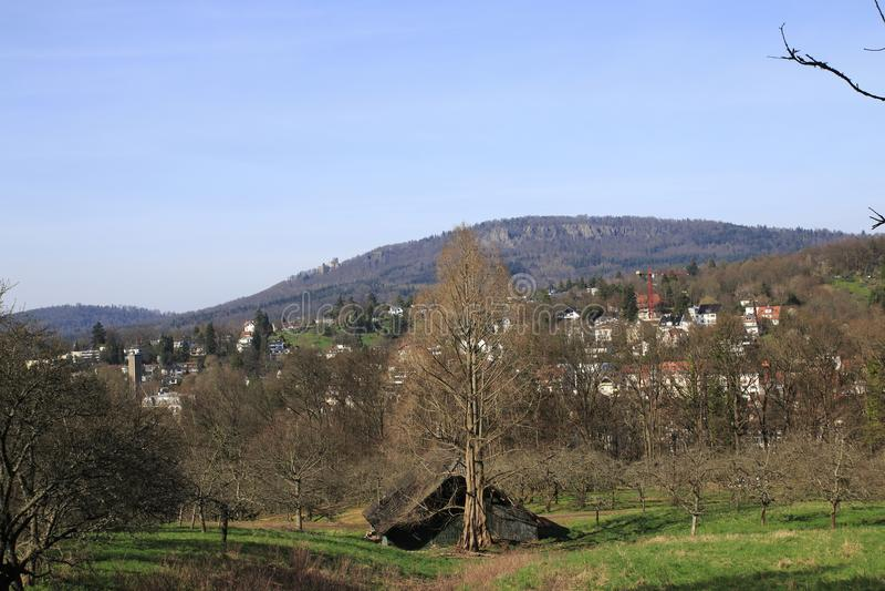 Patrzeje o rekreacyjnym terenie jawny owocowy majątkowy Baden-Baden Lichtental Battert skały z ruiną stary grodowy Hoh obraz royalty free