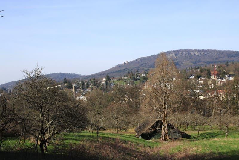 Patrzeje o rekreacyjnym terenie jawny owocowy majątkowy Baden-Baden Lichtental Battert skały z ruiną stary grodowy Hoh zdjęcie royalty free