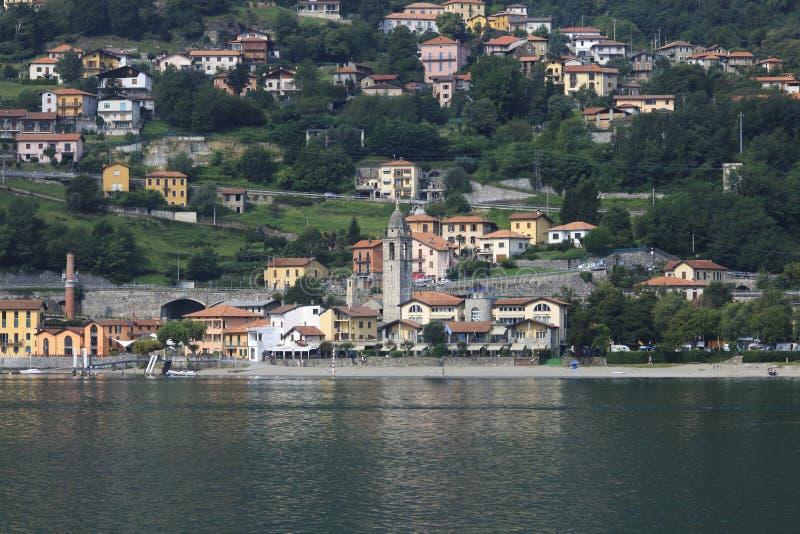 Patrzeje Santa Maria Rezzonico, San Siro, grodzka panorama, banka deptak w Jeziornym Como fotografia royalty free