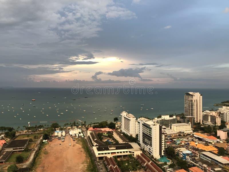 Pattaya, Ταϊλάνδη, καλοκαίρι 2018, ηλιοβασίλεμα κοντά στη θάλασσα στοκ εικόνα