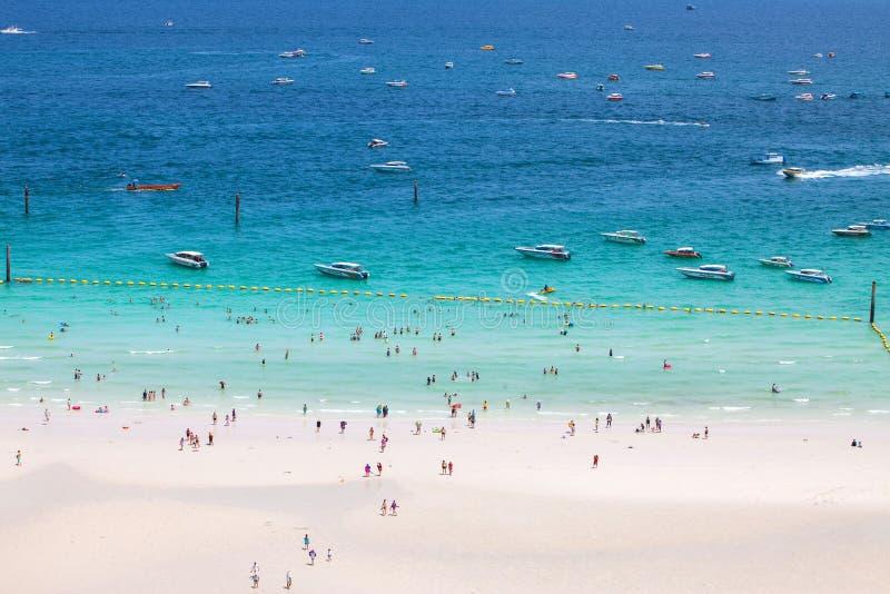 PATTAYA, 30 AUGUSTUS: strand van Koh Larn Island van gezichtspuntkoh royalty-vrije stock fotografie