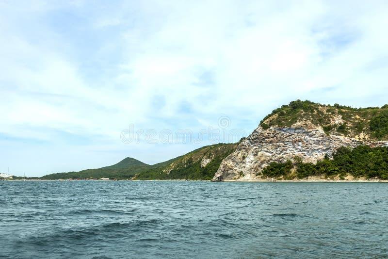 Pattaya miasta widok na łodzi i morzu obrazy stock