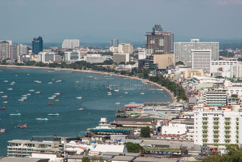 Pattaya miasto, wiele łodzie i prom w morzu obrazy stock