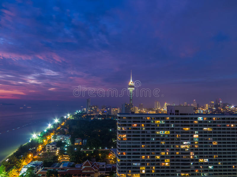Pattaya par nuit image stock