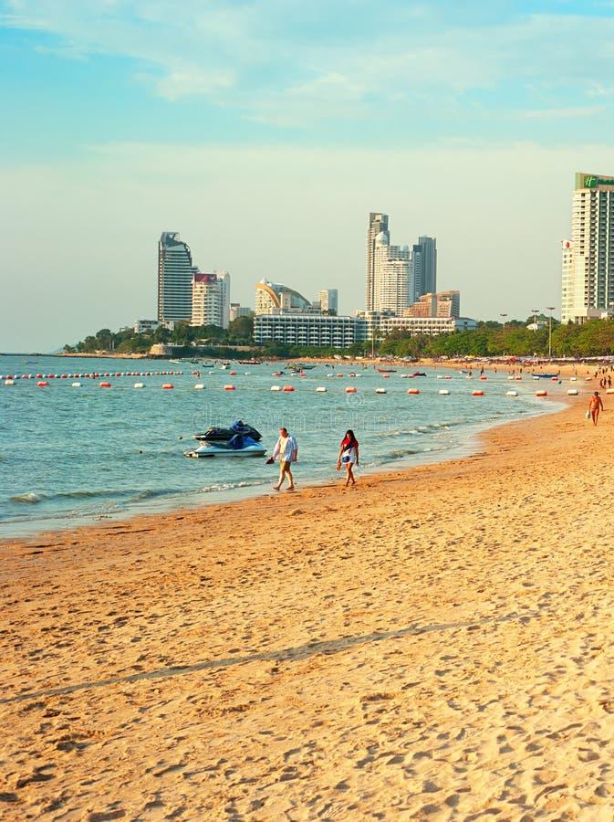 Pattaya strand på solnedgången arkivfoton