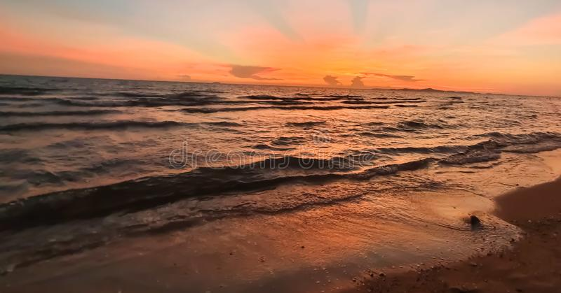 Pattaya-Strand Thailand zur Sonnenuntergangzeit stockbild