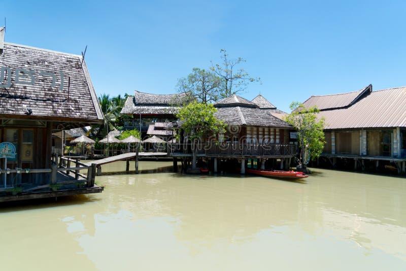 Pattaya Tailândia, em setembro de 2017: Mercado, curso e compra de flutuação de Pattaya o alimento local de quatro regiões fotos de stock