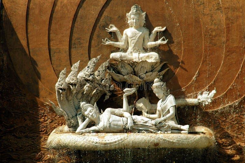 Pattaya, Tailândia: Fonte de Buddha em mini Sião imagem de stock
