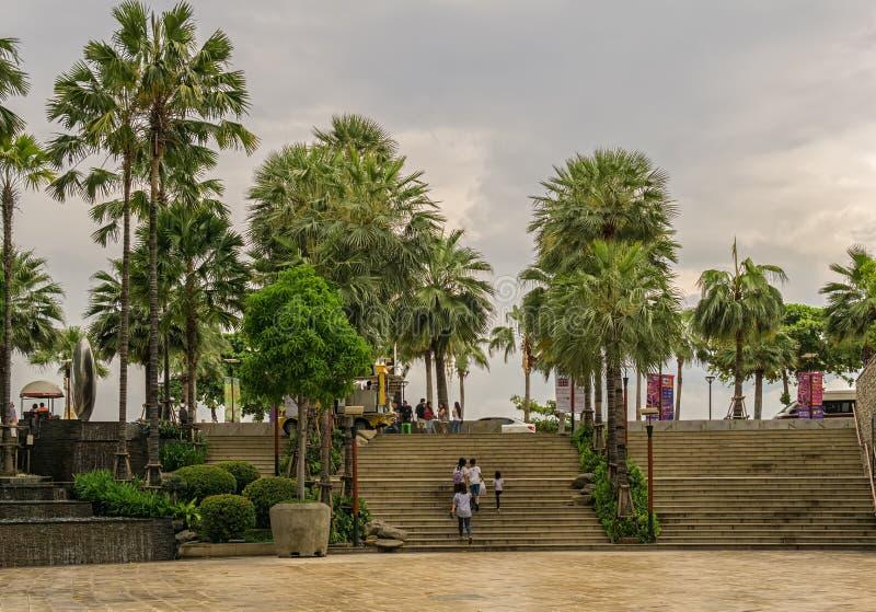 PATTAYA, TAILÂNDIA - ABRIL 29,2018: O festival central isto é a área exterior do shopping fotos de stock