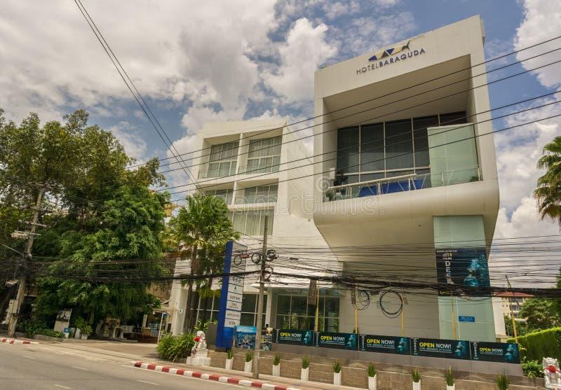 PATTAYA, TAILÂNDIA - ABRIL 27,2018: O hotel Baracuda isto é um hotel novo, moderno e grande fotos de stock royalty free