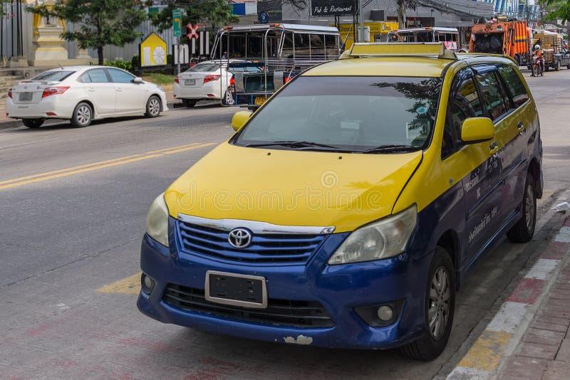 PATTAYA, TAILÂNDIA - ABRIL 20,2018: A segunda estrada isto é um de muitos táxis fotografia de stock royalty free