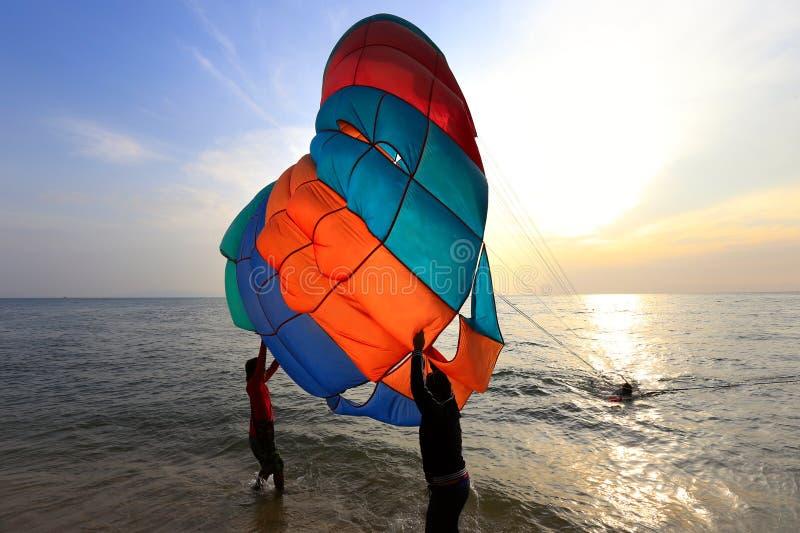 Pattaya, Tailandia - 21 de diciembre: día de fiesta de la playa en la playa De imagen de archivo