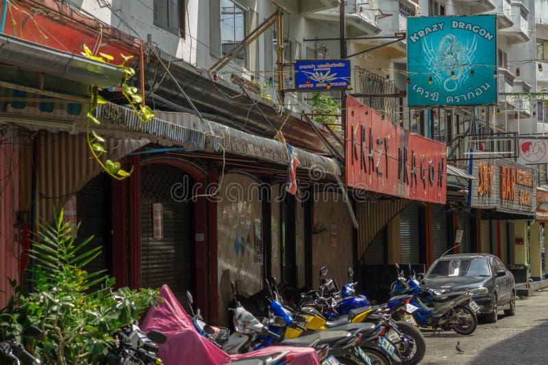 PATTAYA, TAILANDIA - OCTUBRE 15,2018: El dragón de Krazy de la plaza de Sunee y la barra del cielo son clubs gay foto de archivo libre de regalías